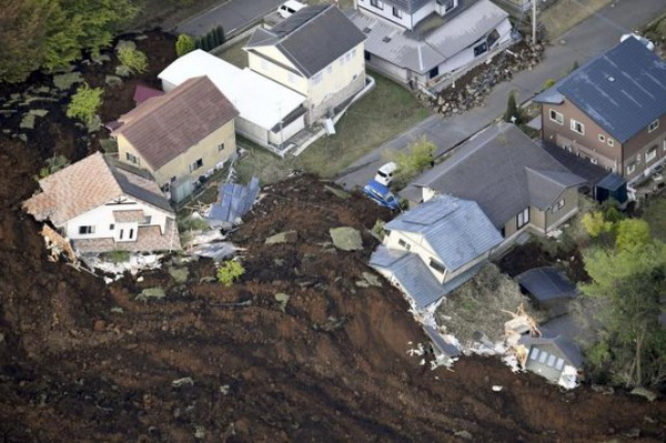 Hình ảnh đáng sợ về động đất sớm nay ở Nhật Bản