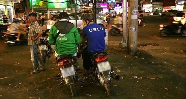Ở Việt Nam, đi Uber rẻ hơn Grab