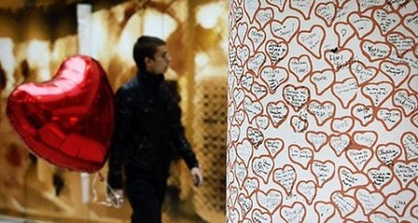 Những tục lệ kỳ dị và ... đau đớn trong ngày lễ Valentine