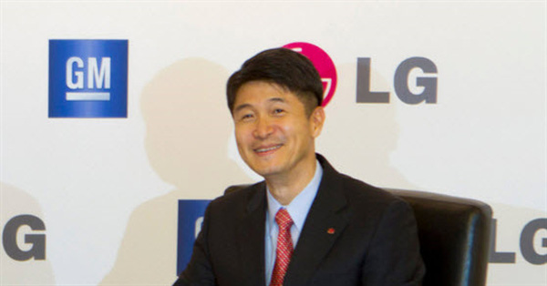 "CEO LG ""dìm hàng"" iPhone SE"