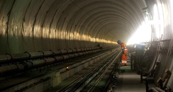 Bên trong đường hầm cho tàu hỏa dài và sâu nhất thế giới mới mở cửa ngày hôm qua