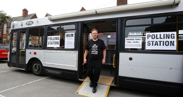 """Những địa điểm bỏ phiếu """"kỳ lạ"""" ở Anh"""