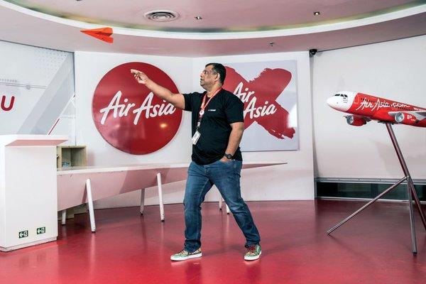 """CEO Air Asia: Chúng tôi cần được """"thúc đít"""" để tiến lên"""