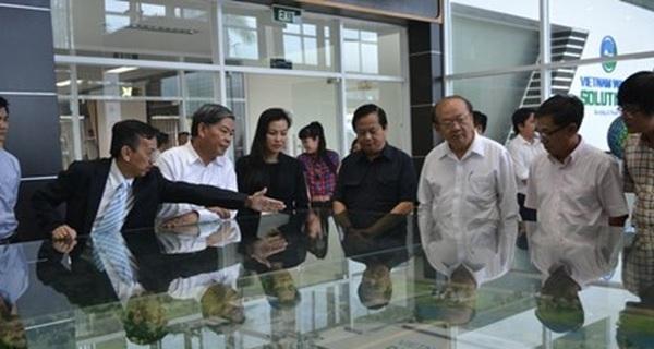 """Ông David Dương """"trả lại"""" TP HCM 2 nghìn tấn rác"""