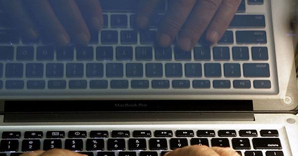 """Internet Mỹ """"tê liệt"""" vì bị hacker tấn công DDoS"""