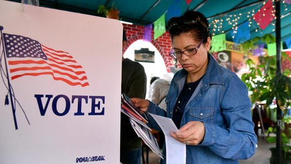 Cho rằng mình sẽ còn thắng dễ dàng và thuyết phục hơn nữa, ông Trump lớn tiếng chỉ trích việc đòi kiểm phiếu lại tại các bang chiến trường