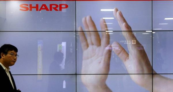 Hãng lắp ráp iPhone bất ngờ hoãn thương vụ mua lại Sharp vào phút chót
