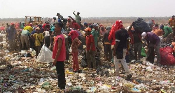 Venezuela: Dân bới rác tìm thức ăn, Caracas ban bố tình trạng khẩn cấp