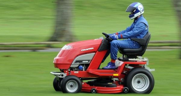 Mỗi năm, Hà Nội chi 700 tỷ để cắt cỏ