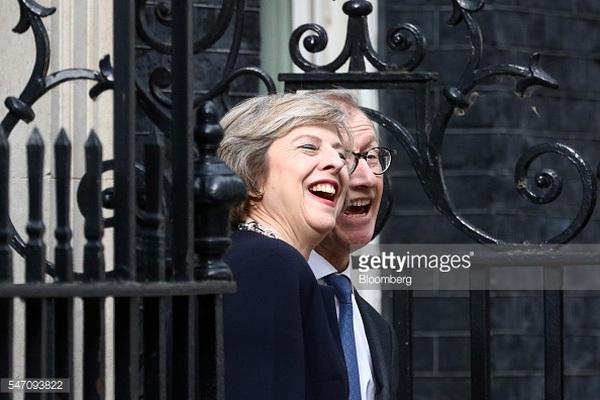 """Chân dung """"bà đầm thép"""" nước Anh Theresa May khi còn là Bộ trưởng Bộ Nội vụ"""