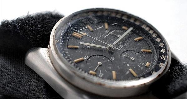 Đồng hồ chứa bụi mặt trăng có giá 1,6 triệu USD