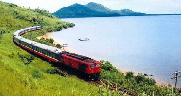 Đi xa chọn máy bay, đi gần chọn ô tô, đường sắt Việt khóc ròng vì hết người để phục vụ