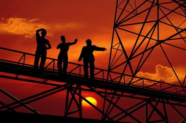 Giá dầu bật tăng trước lo ngại về nguồn cung