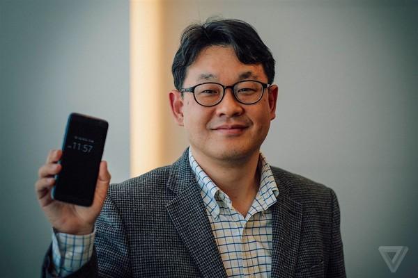 Đây là người đàn ông vừa cứu mảng di động của Samsung khỏi hố tử thần