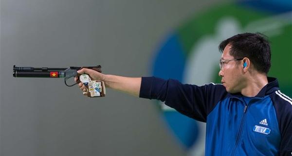 Thủ tướng chúc mừng Hoàng Xuân Vinh và nhắn nhủ: Đừng để VĐV Việt Nam bắn súng mà không có đạn