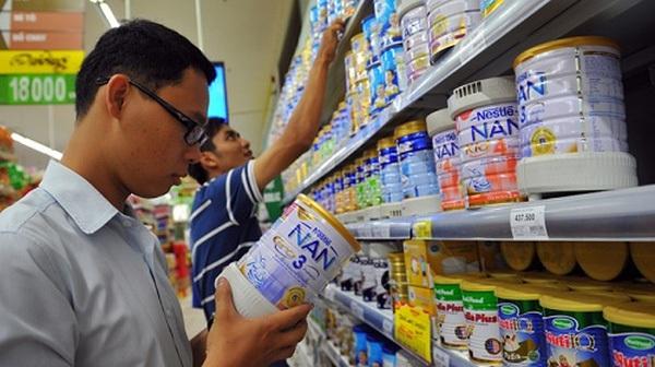 """Bộ Công Thương """"từ chối"""" quản giá sữa"""