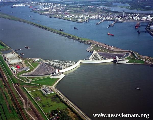 2/3 quốc gia dễ ngập lụt, người Hà Lan đã tạo ra hệ thống đê biển vĩ đại nhất hành tinh