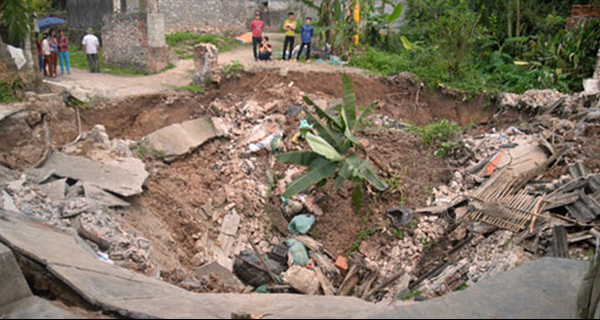 """Đã tìm được nguyên nhân tạo nên """"hố tử thần"""" sâu 11 mét ở Hà Nội"""