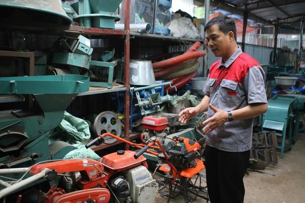 Kiếm tiền nhờ tự sáng chế máy nông nghiệp bán sang Lào, Campuchia