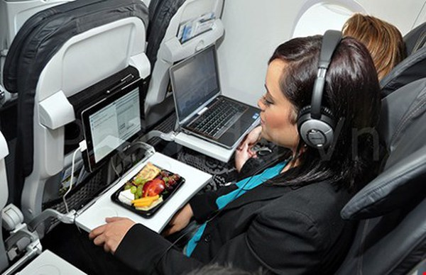 12 lời thú nhận sau của tiếp viên hàng không có thể khiến bạn không bao giờ dám ăn uống gì trên máy bay