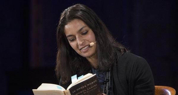 """Nữ nhà văn Mỹ gốc Ấn, nói tiếng Anh, viết văn tiếng Ý: Tôi phải thay đổi để bớt cảm giác """"an toàn"""""""