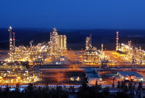 Lọc dầu Dung Quất lại xin xuất khẩu xăng dầu để thoát nguy cơ phải đóng cửa, nhưng Bộ Công Thương đã từ chối