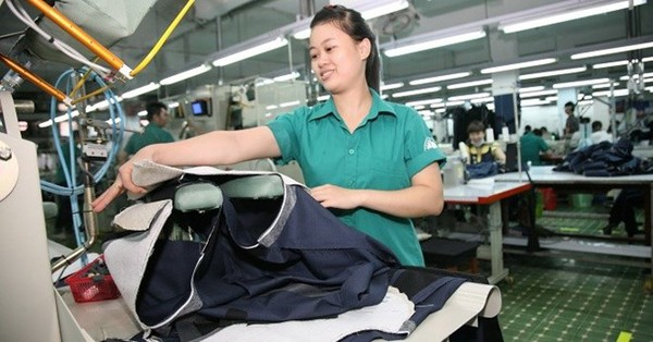 'Dứt khoát phải tăng lương tối thiểu cho người lao động'