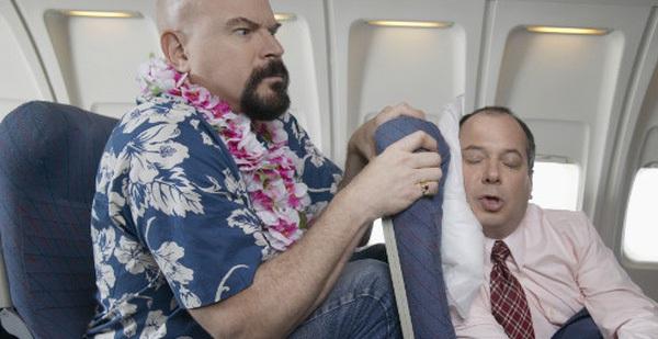 Bạn chưa chắc đã biết những hành động cấm kỵ này khi đi máy bay!