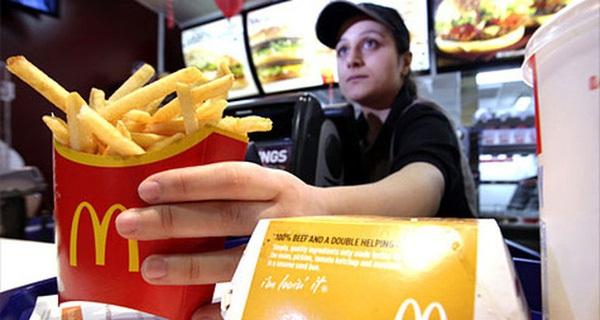 Coi thường công việc và cho rằng bản thân chỉ làm tạm vì tiền: Cô gái này nhận bài học đắt giá sau 4 năm kẹp thịt vào bánh mì ở McDonald's