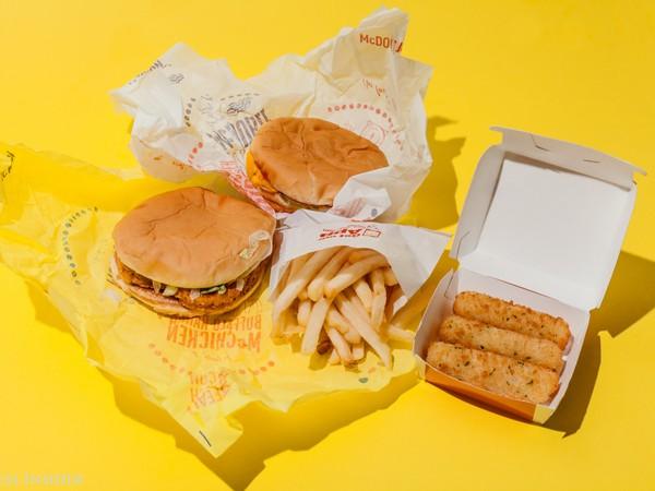 Chỉ bằng mẹo nhỏ này, các hãng đồ ăn nhanh như McDonald's, Burger King bán thêm được hàng trăm triệu suất ăn