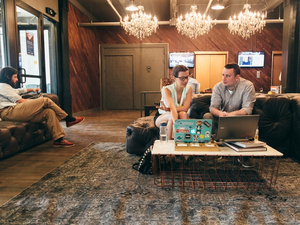 Trong khi Apple xây trụ sở mới, tại sao Microsoft lại đưa nhân viên của mình làm việc ở coworking space?