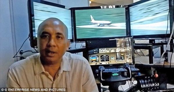 """Cơ trưởng MH370 """"dạo chơi"""" cho hết nhiên liệu rồi lao xuống biển?"""