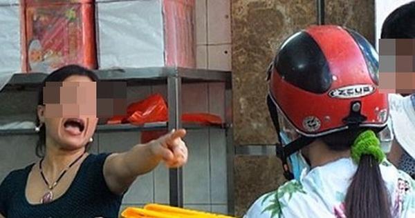 """Cách tính tiền của nhân viên cửa hàng bánh nổi tiếng ở Hà Nội khiến nhiều người """"muối mặt"""""""