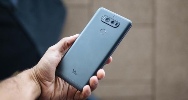 LG V20 trình làng: màn hình 5,7 inch, camera kép, thay được pin, chống sốc chuẩn quân đội