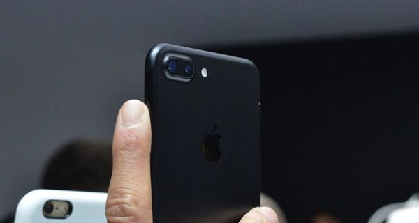 Chiêm ngưỡng iPhone 7 và 7 Plus màu đen doanh nhân tuyệt đẹp