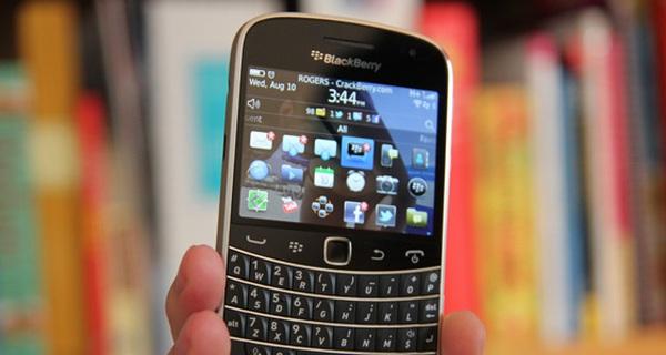 """Tiếc lắm! Lần cuối ngắm 10 mẫu di động """"vang bóng một thời"""" của BlackBerry"""