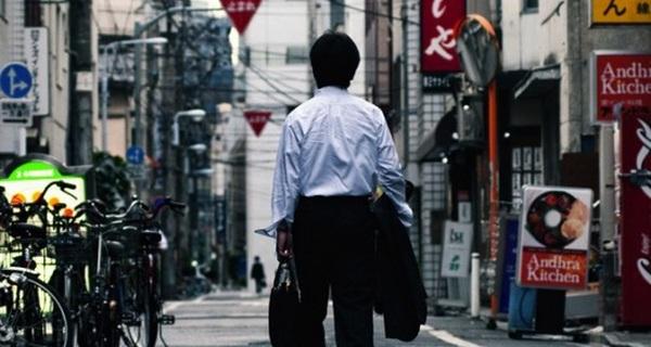 Chúng ta ca ngợi người Nhật chăm chỉ, nhưng xã hội Nhật lại đang lên án cách làm việc vừa kém hiệu quả vừa dễ đột tử này