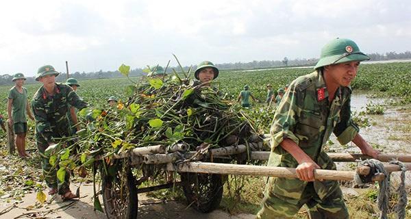 500 cán bộ, chiến sĩ Sư đoàn 315 giúp dân khắc phục hậu quả sau lũ