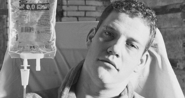 Bức thư tạm biệt cuộc sống của chàng trai 24 tuổi: Chúng ta làm việc như một cái máy, chúng ta chỉ đang cố gắng tồn tại...