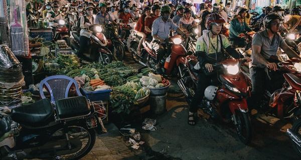 """Phát """"điên"""", ngộp thở vì cảnh giờ nào cũng kẹt xe, chỗ nào cũng kẹt xe ở Sài Gòn"""