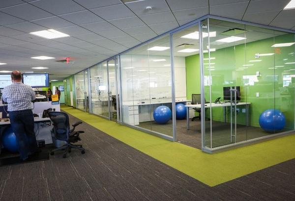 Ngoài những văn phòng đơn điệu và cứng nhắc, giờ phố Wall cũng có những nơi đầy màu sắc như ở thung lũng Silicon!