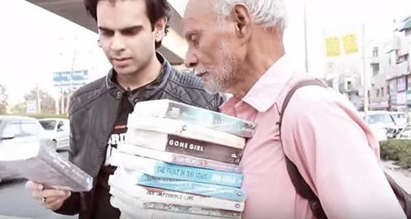 Chỉ 1 câu nói của ông lão bán sách dạo, bạn sẽ hiểu đâu là giá trị của cuộc sống