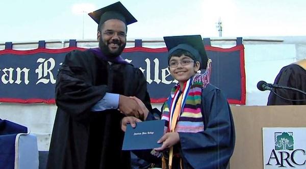 Thần đồng 12 tuổi, tốt nghiệp 3 trường Cao đẳng và sẽ ứng cử Tổng thống Mỹ trong tương lai