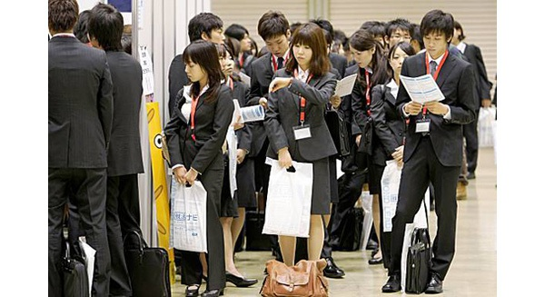 Mặt trái môi trường công sở Nhật trong mắt người nước ngoài: Sếp bất công, đồng nghiệp nói xấu, họp hành triền miên