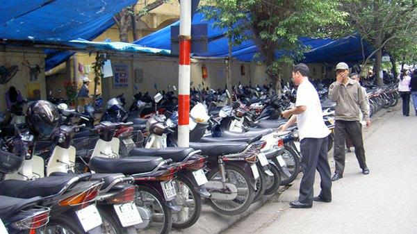 Hà Nội: Phát hiện trông giữ xe sai phép sẽ phạt chủ tịch Quận