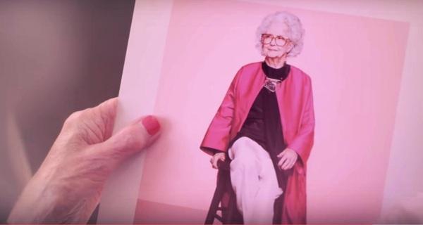 Người mẫu thời trang 100 tuổi đầu tiên vừa xuất hiện trên tạp chí Vogue