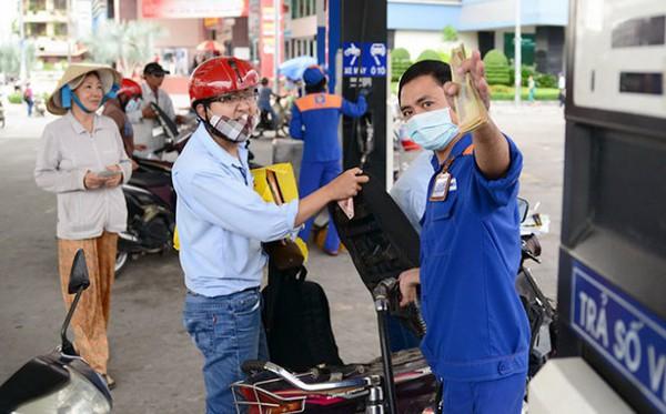 Giá dầu tăng 500 đồng/lít, giá xăng vẫn giữ nguyên