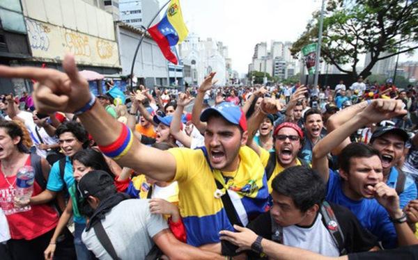 Lạm phát 1000%, người dân Venezuela chuyển sang đào Bitcoin, dùng tiền ảo để giao dịch thay tiền thật
