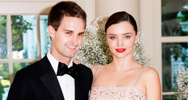 """Ở trời Tây, tỷ phú Mỹ này cũng đẹp trai, giàu có, cũng làm ứng dụng hẹn hò, và đối xử rất tử tế với """"hoa hậu"""" của đời mình"""
