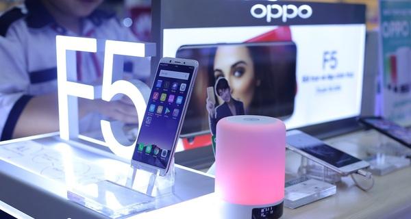 Nhà bán lẻ cho đổi máy cũ lấy điện thoại mới, chiến lược hiếm có ở Việt Nam